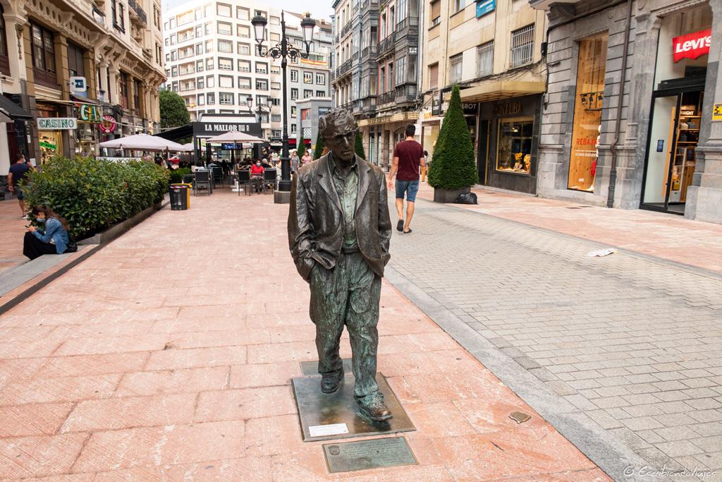 Estatua de Woody Allen (Oviedo)