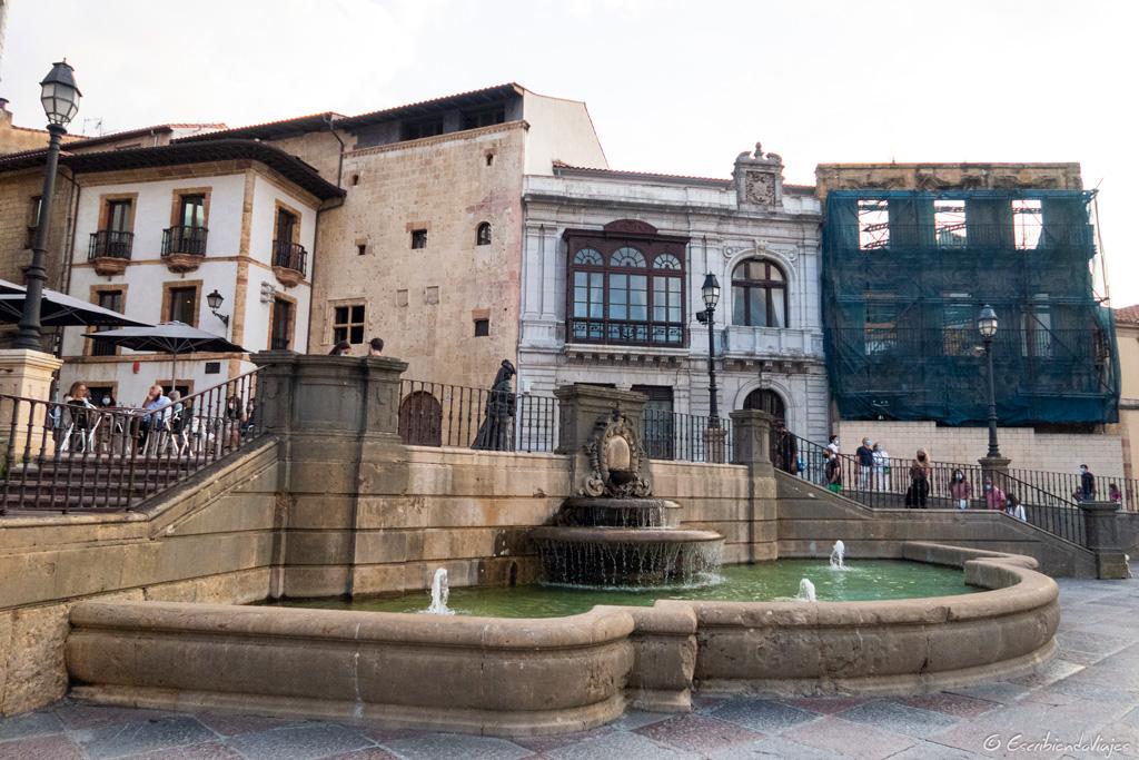Fuente de la plaza de la Catedral (Oviedo)