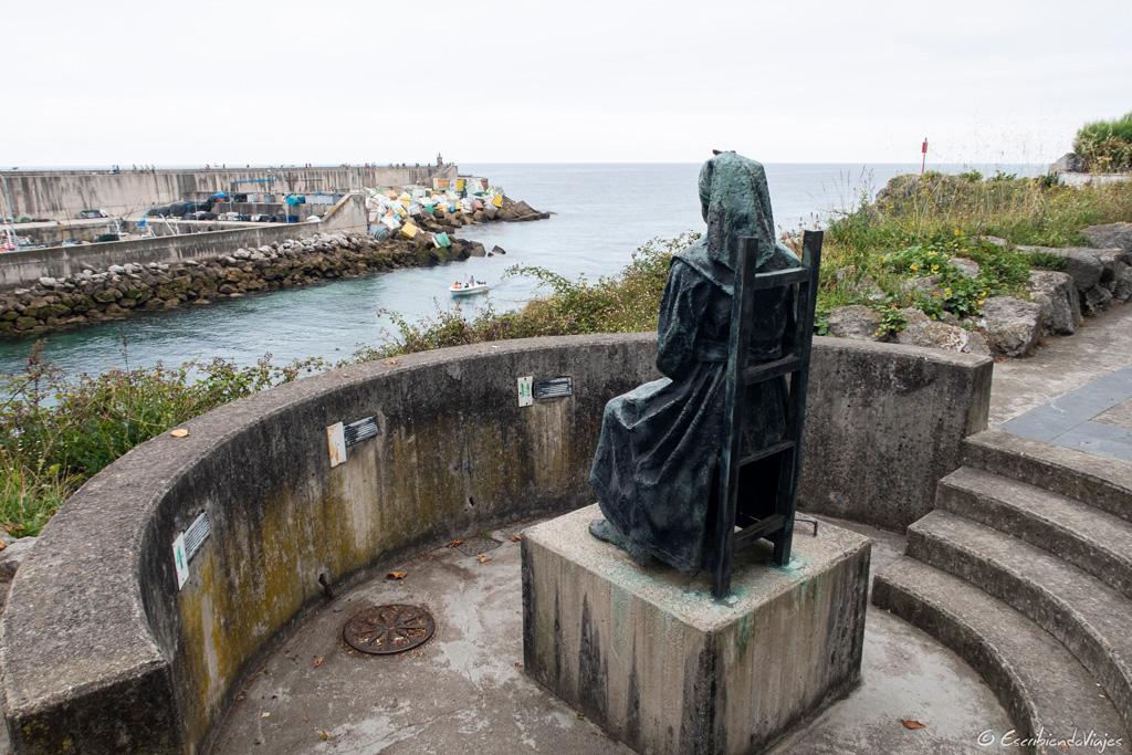 Monumento a la Mujer del Pescador (Llanes)